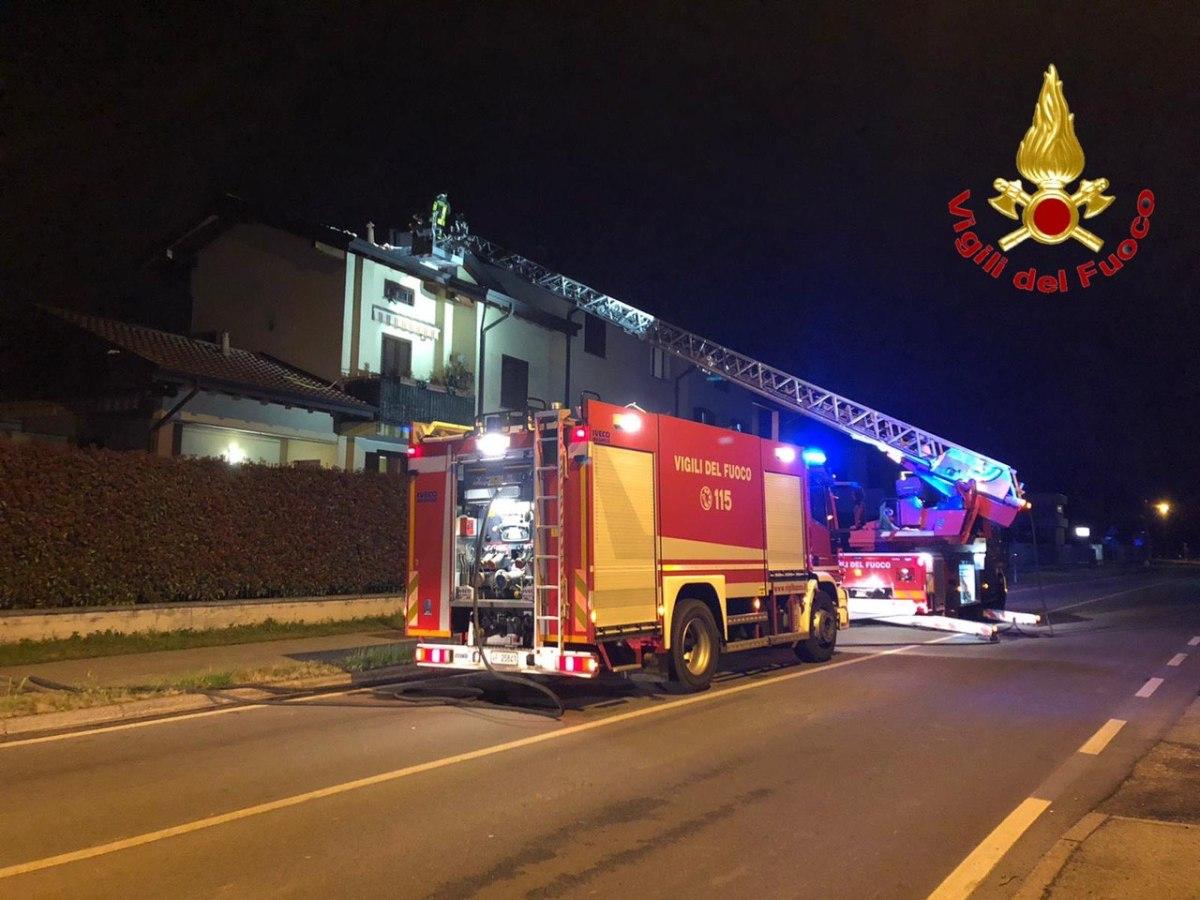 A fuoco due tetti: casa di corte a Fagnano Olona e palazzina a GorlaMaggiore