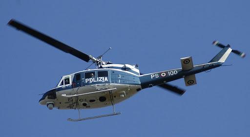 """Controlli anche dal cielo: elicotteri in volo per scovare e filmare i """"disobbedienti"""""""