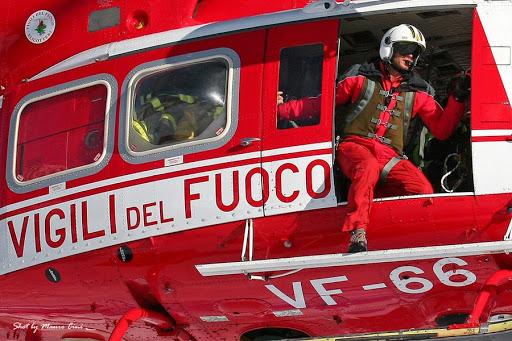 """Video – """"Drago 80"""" in volo: DUE cani in difficoltà sulresegone"""