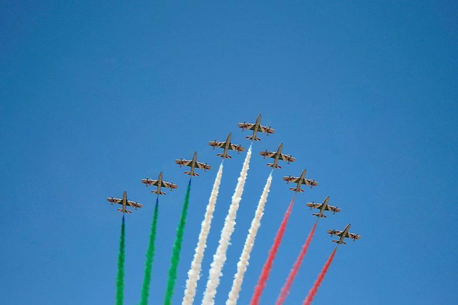"""Frecce Tricolori nei cieli italiani – un """"abbraccio"""" da 3 milioni diEuro"""