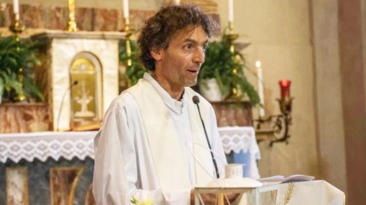 """Ucciso don Roberto Malgesini: Como in lutto per """"il prete degliultimi"""""""